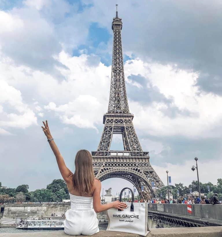 Paris là thủ đô và là thành phố lớn nhất ở Pháp