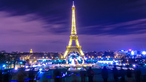 Paris được mệnh danh là kinh đô ánh sáng của thế giới
