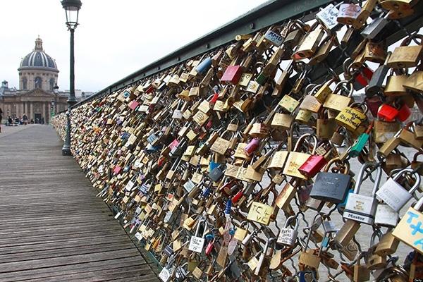Cây cầu khóa tình yêu