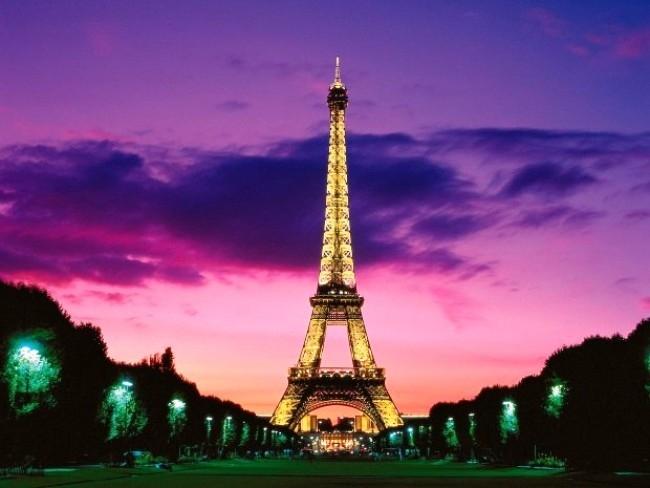 Tháp Eiffel rực rỡ