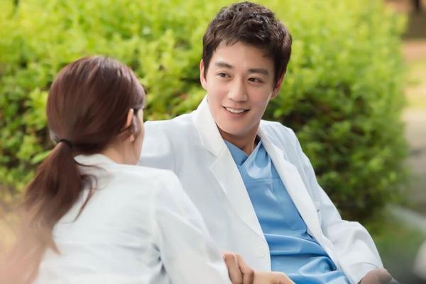 Chuyện tình thầy - trò bác sĩ Park Shin Hye và Kim Rae Won
