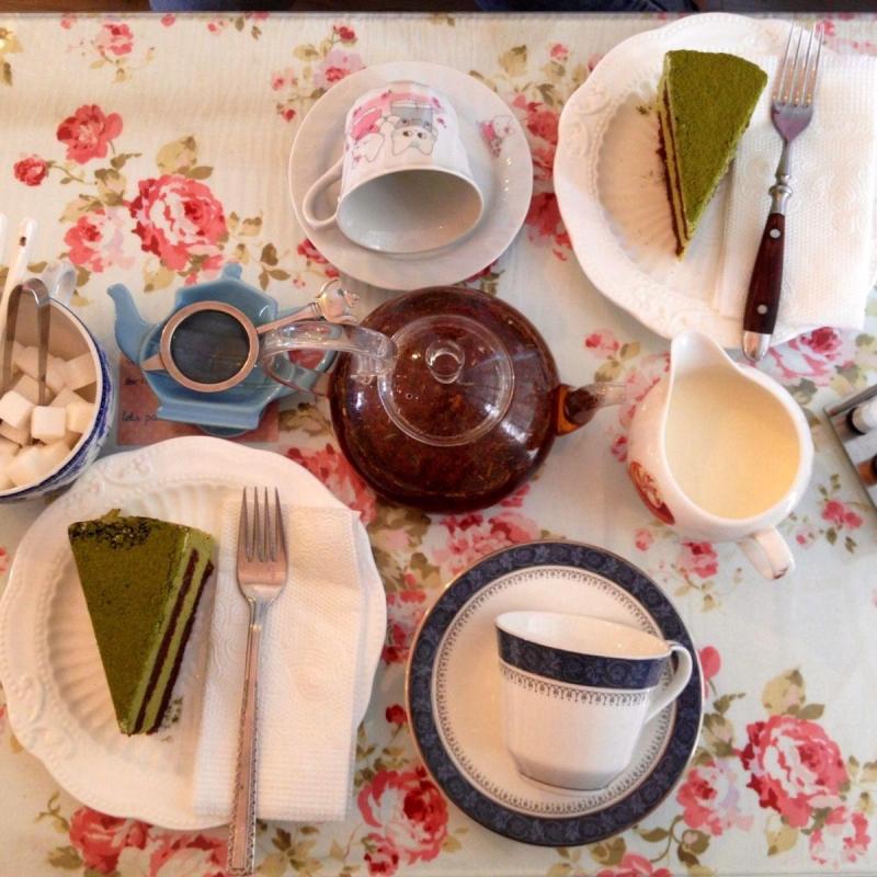Cupcake kết hợp với trà