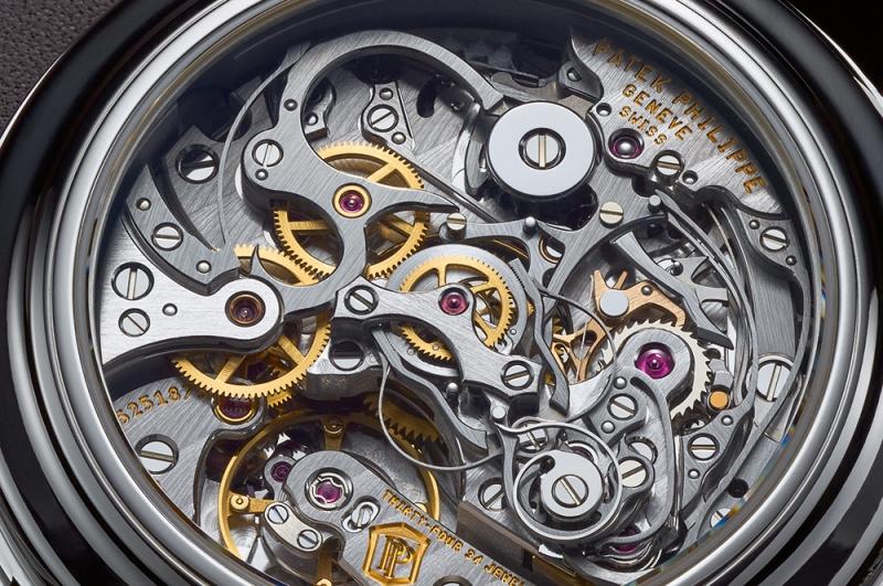 Từng chi tiết nhỏ của chiếc đồng hồ hãng Patek đều được làm tỉ mỉ bằng tay