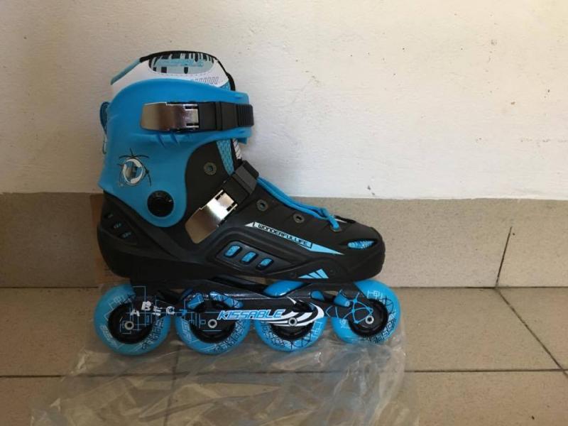 Giày patin K8 màu xanh