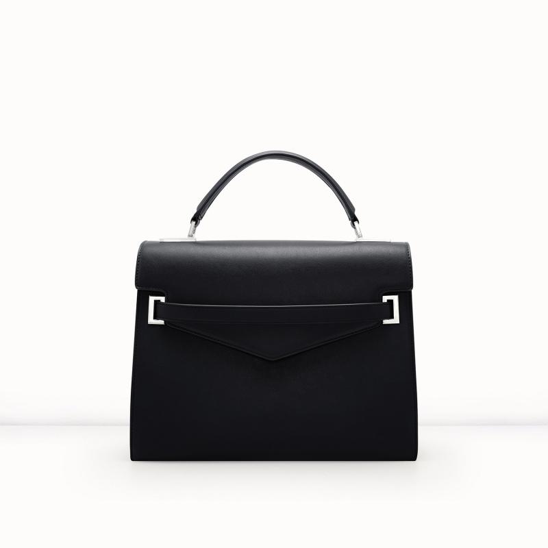 Chiếc túi này có giá là 63$, khi oder về sẽ có giá khoảng 1.600.000vnđ.