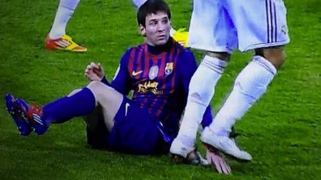 Tình huống chơi xấu cố tình giẫm lên tay Messi của Pepe