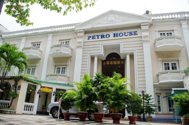 PETRO HOUSE - Business hotel & E-Casino
