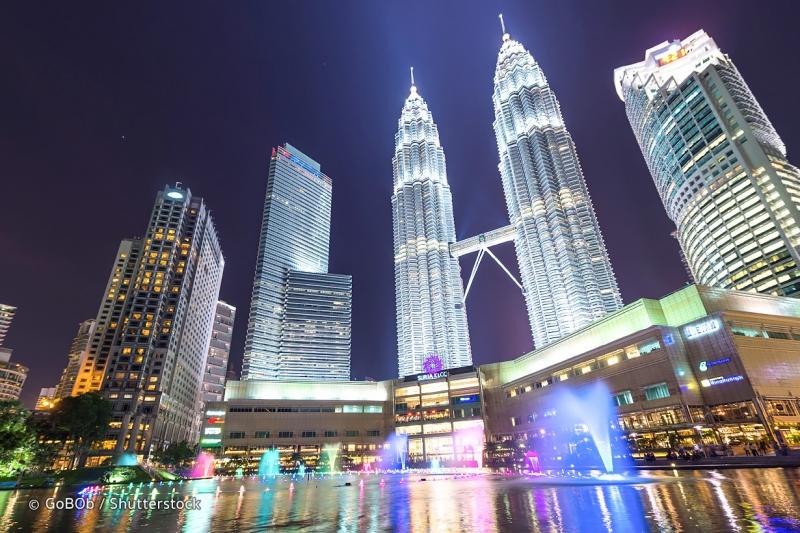 Petronas Towers về đêm