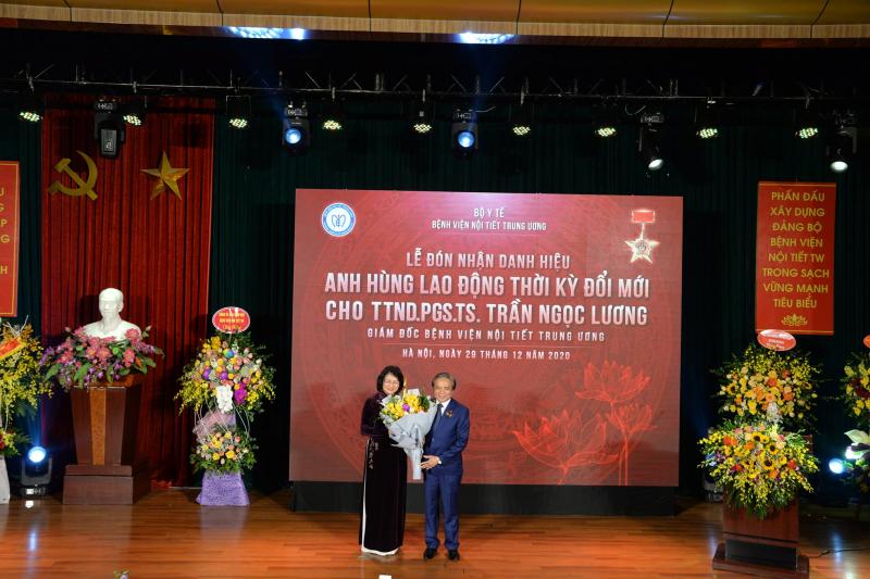 PGS.TS Trần Ngọc Lương được trao tặng danh hiệu