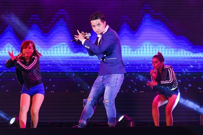 Phạm Hồng Phước thể hiện ca khúc