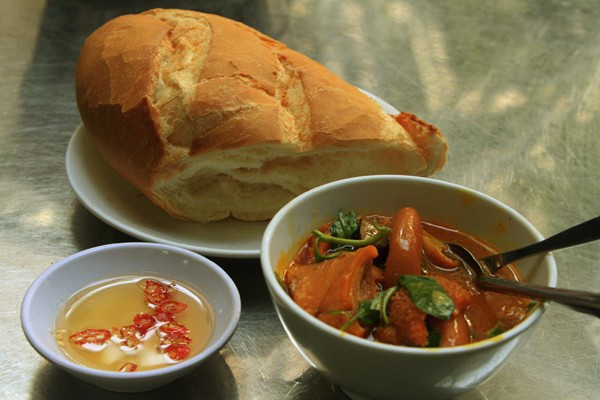 Pha Lau is an easy dish to eat at any time, at an affordable price.