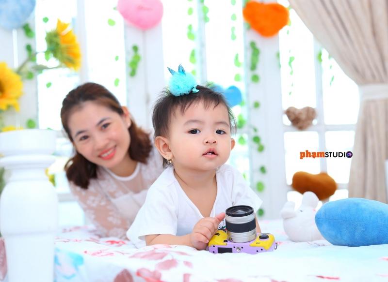 Ảnh chụp mẹ và bé tại Phạm Studio