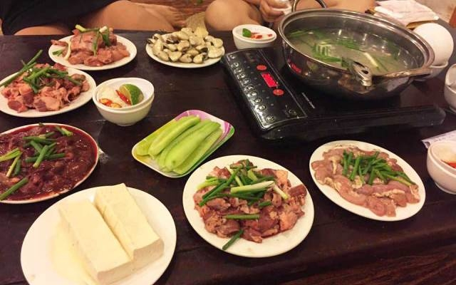 Lẩu và những đồ nhúng, đồ ăn kèm của Phan - Lẩu các món