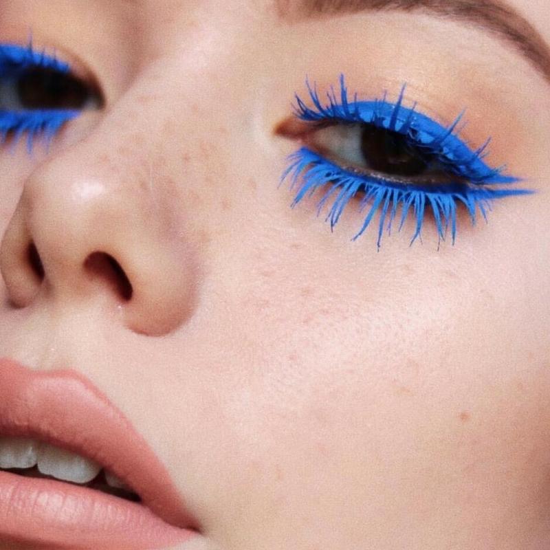Màu masscara nên được trùng với phấn mắt tạo nét độc đáo và thú vị