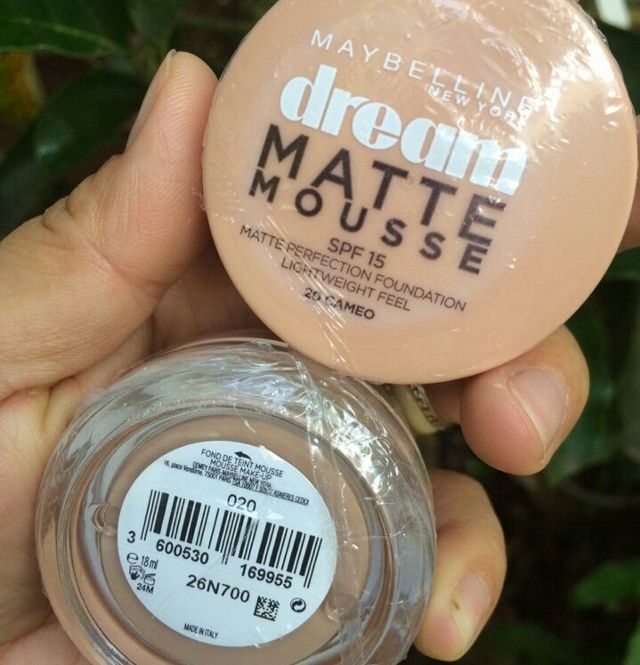 Phấn tươi Maybelline Dream Matte Mousse Foundation