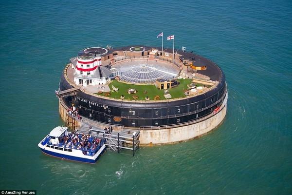 Pháo đài Solent (No Man's Fort và Spitbank Sea Fort), Anh