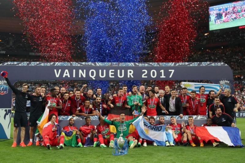 PSG ăn mừng chức vô địch