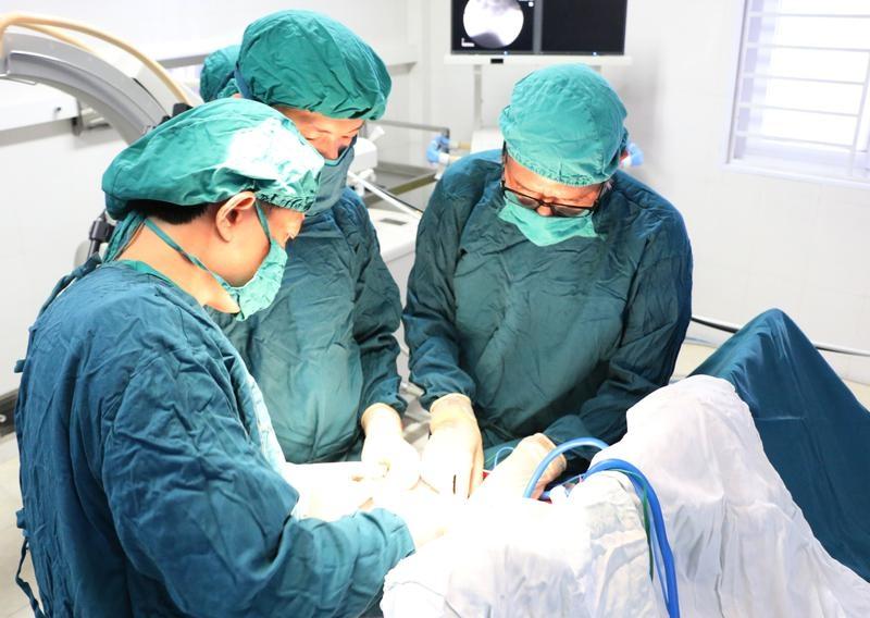 Phẫu thuật điều trị những bệnh về cột sống gây đau lưng