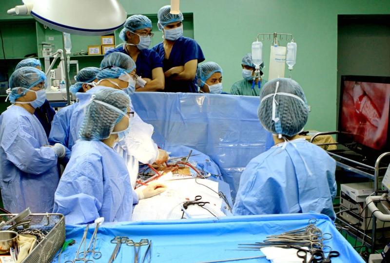 Phẫu thuật van tim ở Mỹ có giá 53,400 USD