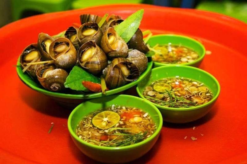 Phi Hùng - Ốc xào me cay