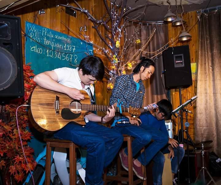 Phiêu Acoustic Cafe