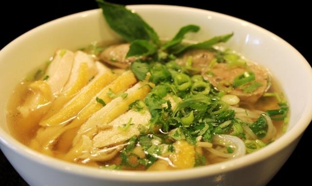 Bên cạnh đó, Việt Nam còn có món phở gà rất thơm ngon