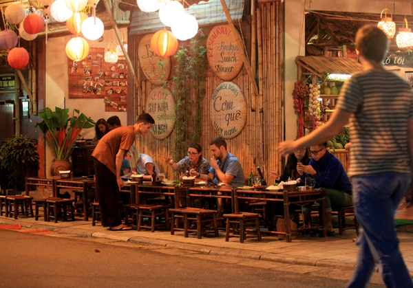 Phố ẩm thực luôn thu hút nhiều du khách đến đây