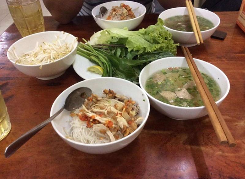 Phố ẩm thực Phan Xích Long