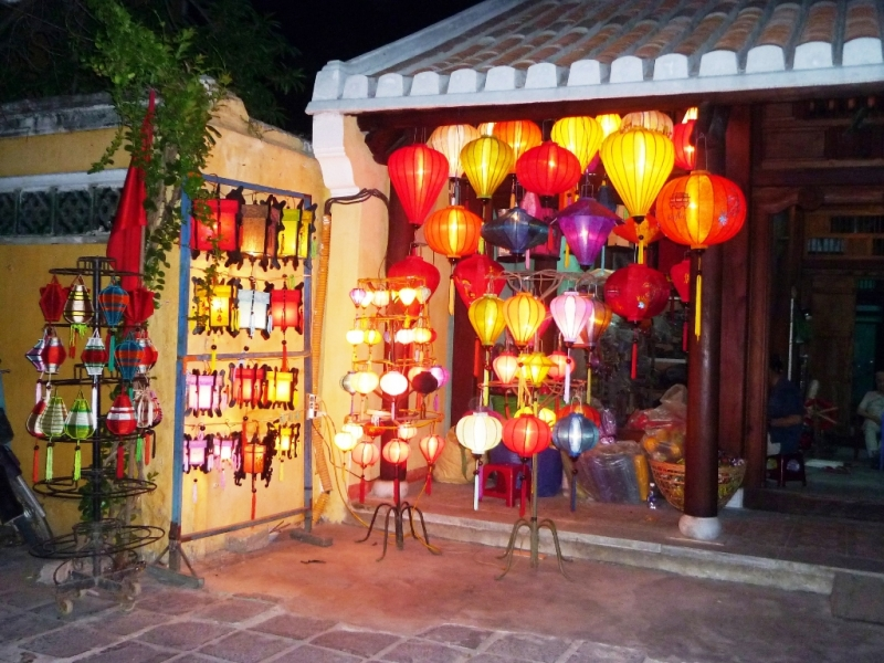 Một cửa hàng bán đèn lồng ở Hội An