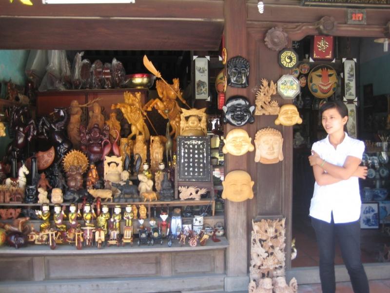 Một cửa hàng bán đồ lưu niệm tại Hội An