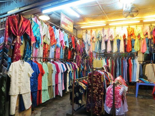 Phố bán váy và áo dài ở phường Minh An