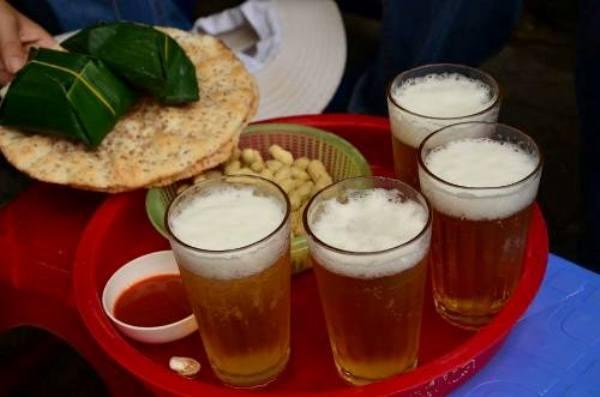 Hà Nội nổi tiếng với phố bia Tạ Hiện