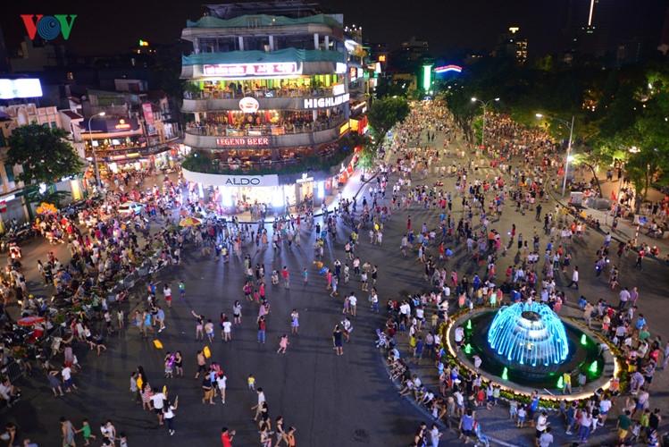 Phố đi bộ Hà Nội (nguồn internet)