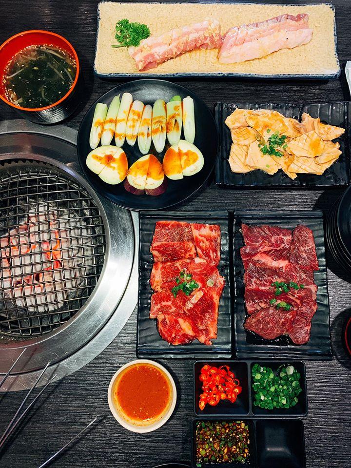 Các món ăn ở đây đều được trang trí bắt mắt kích thích thực khách ăn ngon miệng hơn.