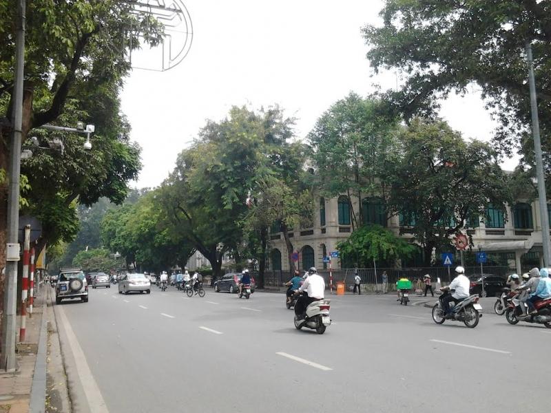 Phố Đinh Tiên Hoàng chính là trung tâm của Hà Nội