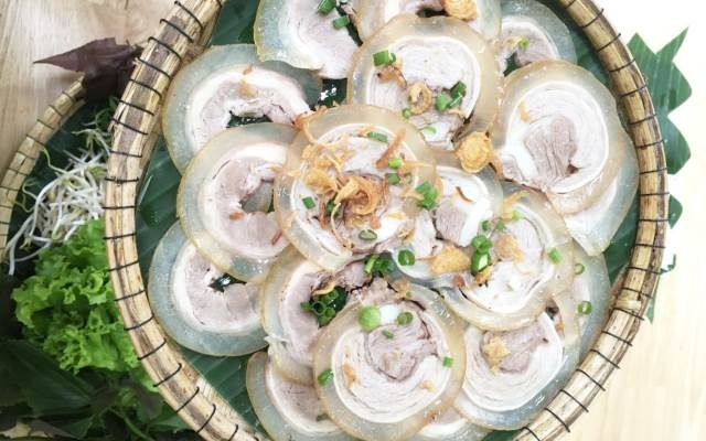 Nhà hàng có nhiều món hải sản thơm ngon, hấp dẫn