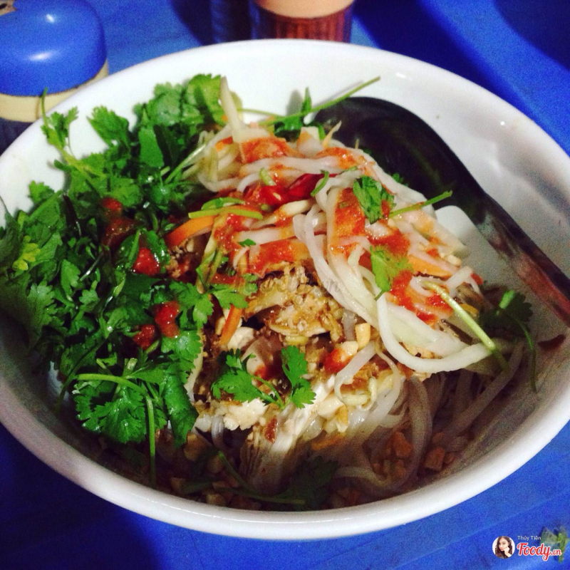Mixed chicken noodle with Khanh Beo