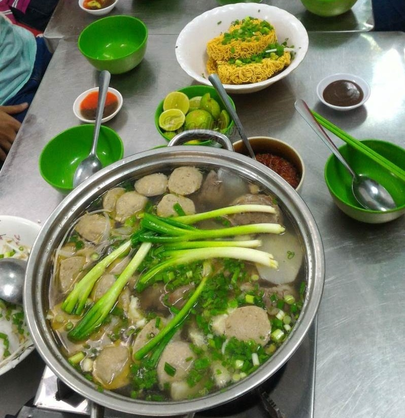 Phở Lẩu Bò Xuân Mai là quán ăn nổi tiếng từ lâu tại quận 6