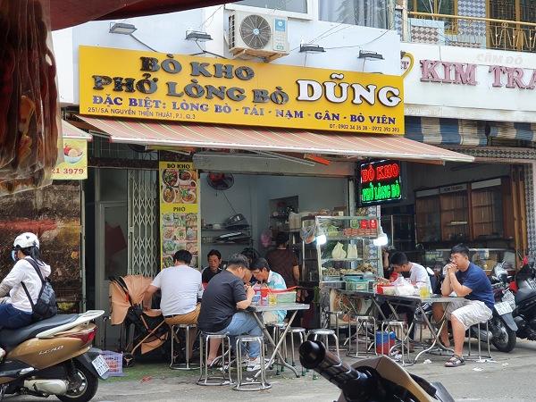 Phở Lòng Bò - Bò Kho Dũng là một quán ăn bình dân