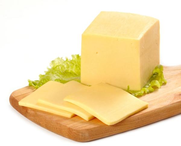 Một lượng nhỏ pho mát cung cấp nguồn protein, canxi, khoáng chất dồi dào cho cơ thể.