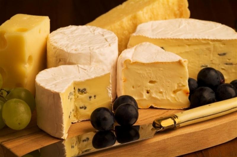Pho mát là thực phẩm chứa cả lượng vitamin C và D dồi dào.