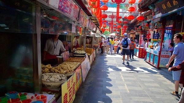 Vương Phủ Tỉnh thu hút nhiều khách du lịch đến tham quan
