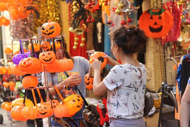 Phố Nghĩa Tân (Cầu Giấy) mùa Halloween