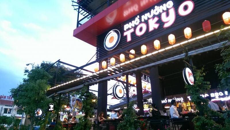 Bên ngoài phố nướng Tokyo.