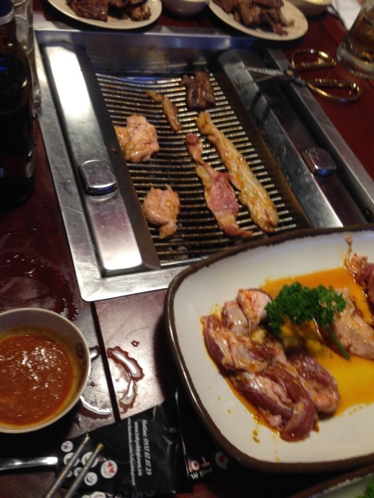 Đồ nướng tại phố nướng Tokyo.