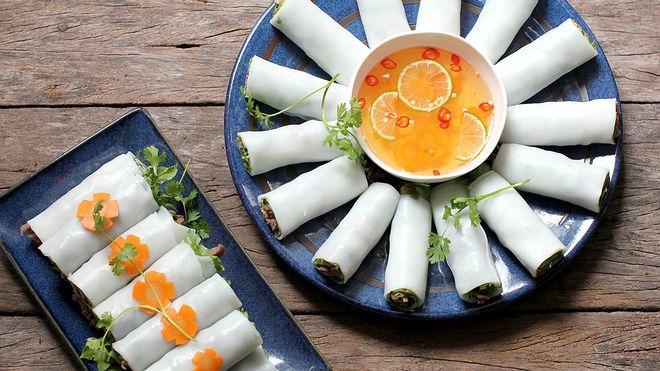 Phở cuốn là một món ăn được ưa chuộng của nhiều người, nhiều gia đình bởi sự đơn giản của cách làm phở cuốn và vị ngon rất riêng của nó.