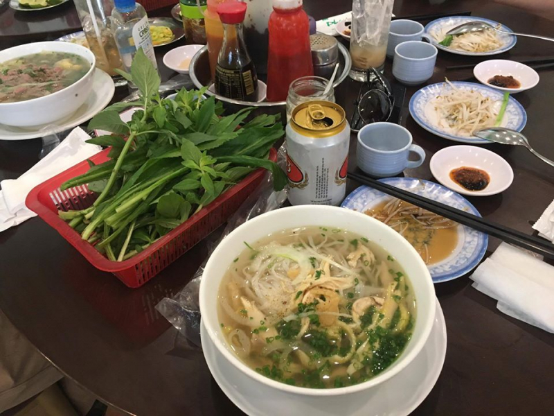 Quán phở với cái tên đặc biệt - Phú Hương Cò Lả cũng là quán ăn ngon có mức giá khá dễ chịu được cư dân Bình Thạnh yêu thích.