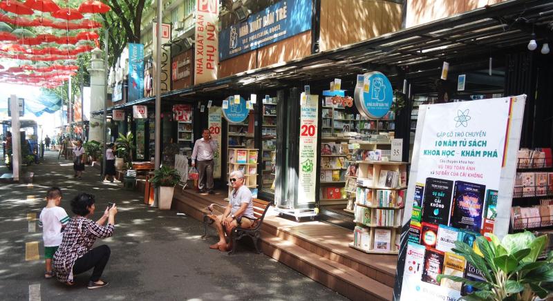 Phố sách Trần Huy Liệu
