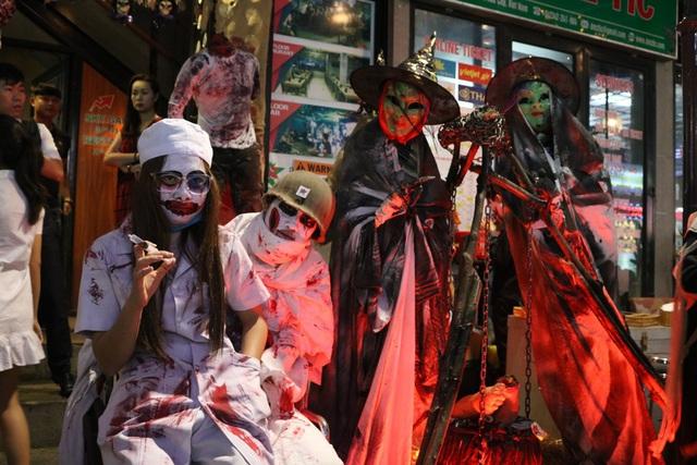 Những năm gần đây, giới trẻ ở Huế đã bắt đầu hòa nhập vào các sự kiện lễ hội quốc tế, khu vực phố Tây luôn là điểm đến hứa hẹn vào dịp Halloween sắp tới đây.