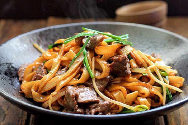 Phở xào thịt bò đậm chất Việt Nam